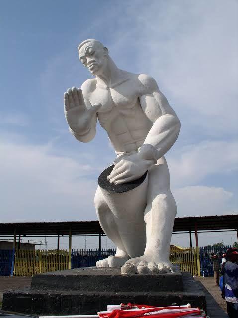 André Lufwa était le premier diplômé en sculpture de l'académie des beaux-arts