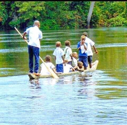 Des élèves retrouvés vivants après le naufrage d'une pirogue à Maï-Ndombe